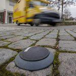Ein im Boden eingelassener Sensor meldet Falschparker.