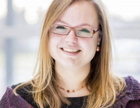 Mitarbeiterfoto im Portrait von Hannah Amsbeck